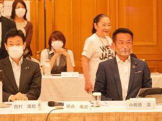 西村大臣と小田原潔議員.JPG