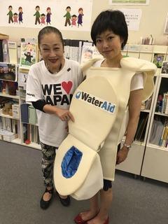 wateraidトイレの長坂嬢.jpg